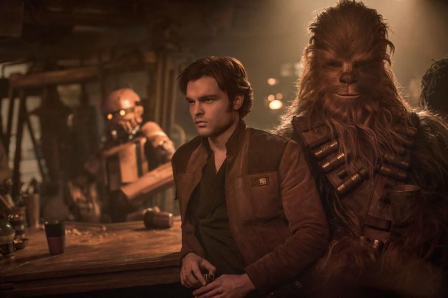 7793437009_alden-ehrenreich-et-chewbacca-heros-de-solo-a-star-wars-story